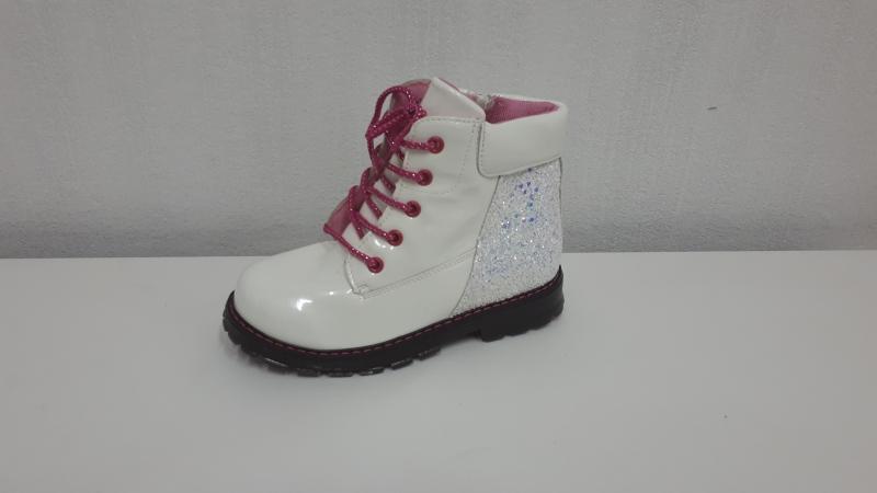 Ботинки для девочек белые