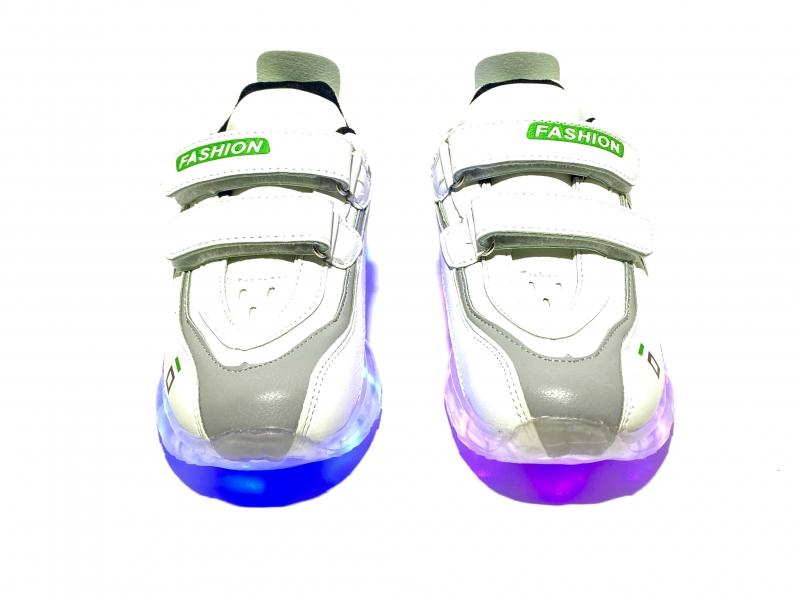 Кроссовки с USB белые